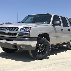 CaliWagon83's 2004 Chevy Avalanche w Lift, Wheels & Tires